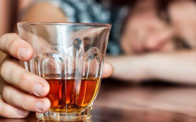 Rượu khiến làm nguy cơ ung thư vú tăng cao.
