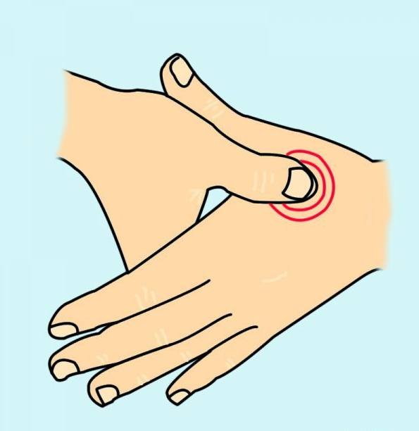 Phần giữa ngón tay cái và ngón trỏ cũng có thể xoa bóp để chữa nhức đầu,